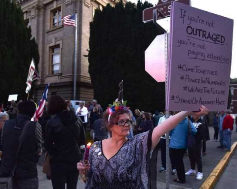 Small Town in Oregon Holds Vigil for Charlottesville Victims